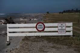 Hier wird wohl so schnell kein Wagen mehr durchfahren - kuriose Verbotsschilder auf Neuseeland