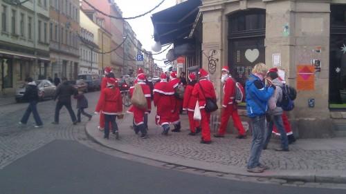 Weihnachtsmänner unterwegs