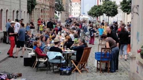 Die längste Frühstückstafel stand auf der Sebnitzer Straße
