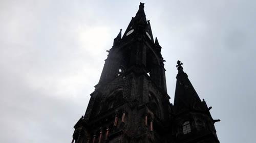 Die Kirche am Morgen.