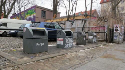 Papier- und Glas-Container an der Louisenstraße
