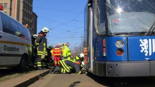Nach gründlicher Untersuchung konnte die südwärts fahrende Bahn zuerst die Unfallstelle verlassen.