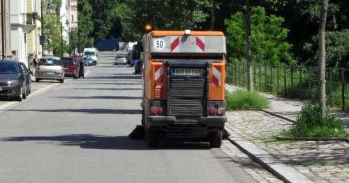 Die Stadtreinigung hat extra heute nochmal die Straße geputzt, damit es schön sauber ist, falls die Prießnitz zu Gast kommt.