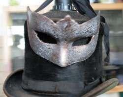 Masken und Hüte statt Klatsch und Mittagstisch