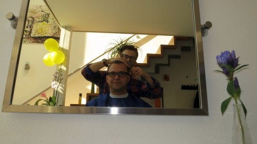 Der Schnitt im Spiegel ... der Salon hat etwas von einem Atelier.