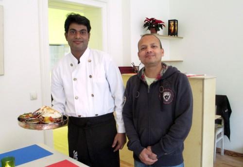 Alam Ansay und Mohammed Aslam im umgebauten Little India