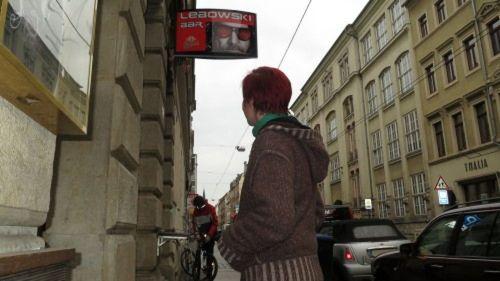 Nancy Hoffmann auf dem Weg in Richtung Nänz-Bar