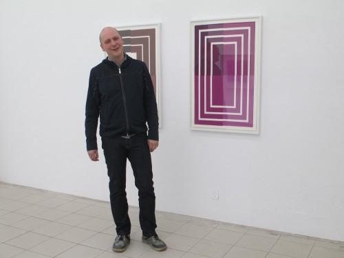 Patrick Baer, geschmackvoll drapiert in der eigenen Galerie