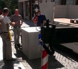 Heute Vormittag wurde der Quader aufgestellt. Danke an Winnie für das Foto.