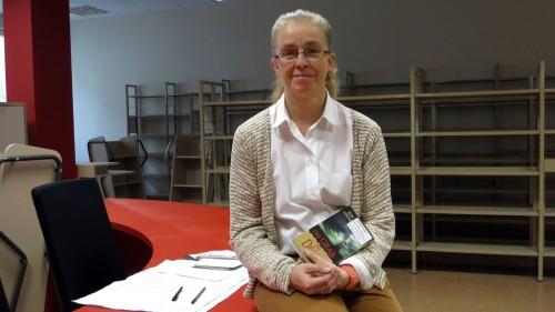 Bibo-Chefin Elisabeth Schäckel am neuen großen Empfang, hinter ihr werden bald Tausende Romane stehen.