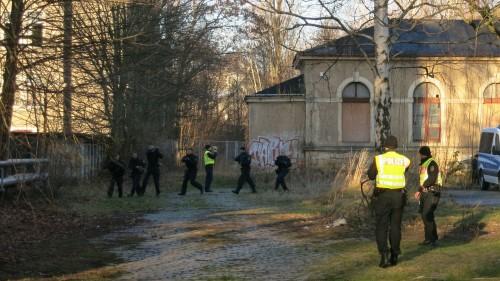 Die filmenden Polizisten in Warnwesten deuten darauf hin: Es war eine Übung.