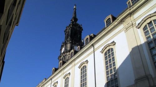 """In der Dreikönisgkirche befindet sich das berühmte Steinrelief """"Dresdner Totentanz"""" - es ist älter als die Kirche selbst (1534) und 12 Meter lang"""