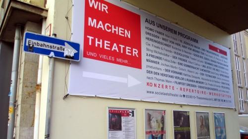 Nur verkehrsrechtlich eine Einbahnstraße: die Zufahrt zum Dresdner Societästheater