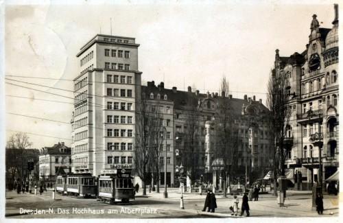 Damals residierte noch die Sächsische Staatsbank im Gebäude.