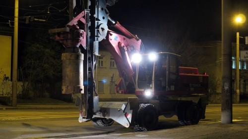 Schon in der Nacht rollten schwere Bagger auf der Königsbrücker Straße an.