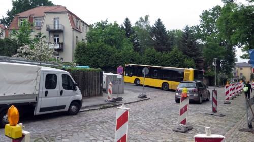 Derzeit wendet der Bus dann über die Arno-Holz-Allee