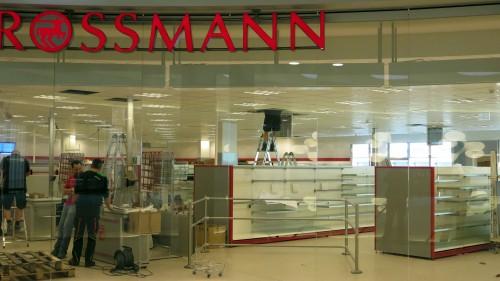 Die Rossmann-Filiale von der Alaunstraße zieht ins Obergeschoss.