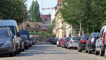 Die Straßen sind in Vorbereitung auf das Fest schon bewimpelt.