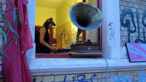 DJane am Grammophon - Schöne Schwepi 2015 - Foto: Archiv