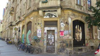 Das Haus an der Ecke zur Rudolfstraße hat alles gut im Blick.