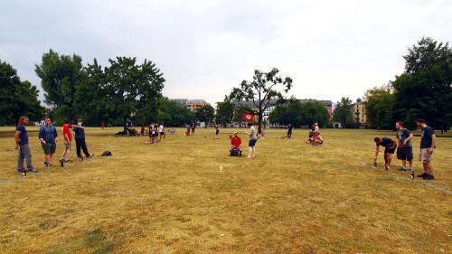 Am Sonnabend Nachmittag vor dem Regen. Flunkyball-Turnier auf dem Alaunplatz. Foto: Youssef Safwan