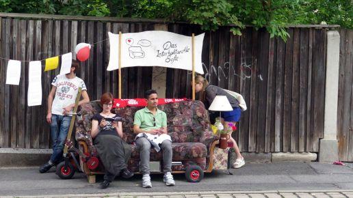 Interkulturelles Sofa