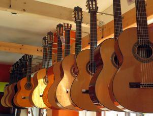 Gitarren sind die Spezialität des Ladens.