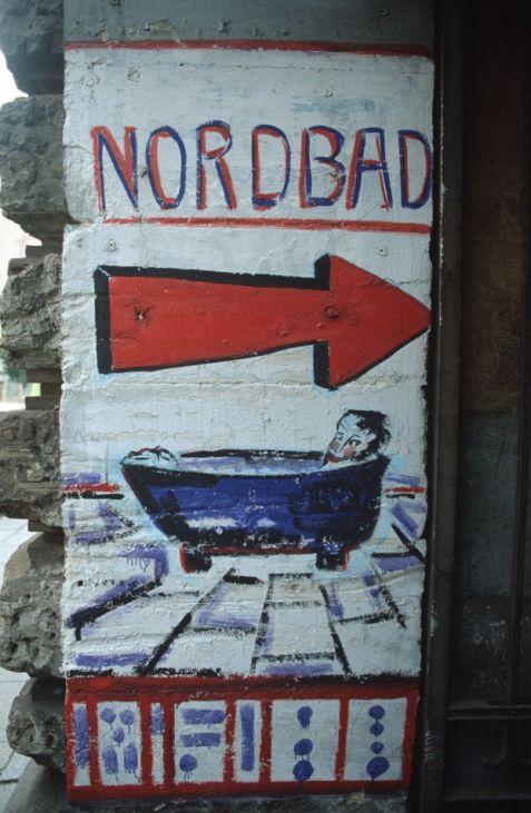 Eingang zum Nordbad in den frühen 1990ern. Foto: Lothar Lange