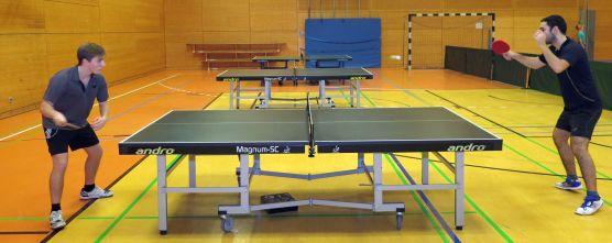 Tischtennis in der Trainingshalle der 15. Grundschule