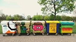 Neue bunte Mülltonnen im Alaunpark