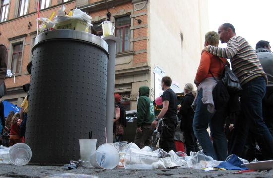 Statt Glasscherben gibt es seit Jahren auf der BRN nur noch Plaste-Müll.
