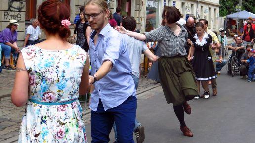 Swingender Straßentanz auf der Kamenzer