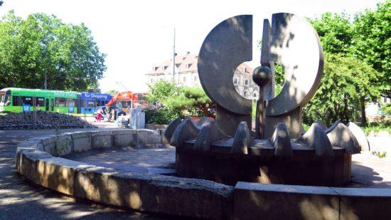 Der Brunnen I, geschaffen im Jahr 1979, ist seit Jahren stillgelegt.