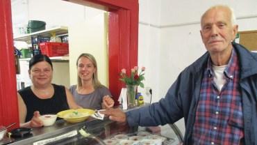 Seit nun drei Jahren kommt Alfred in die Suppenküche auf der Kamenzer Straße. Heute gibt es Königsberger Klopse.