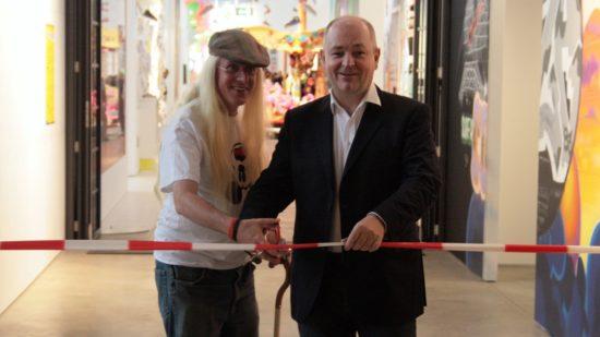 Kurator Carlo McCormick und Veranstalter Dieter Semmelmann bei der feierlichen Eröffnung