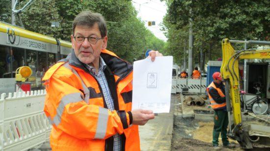 Das von Koettnitz selbst entworfene Schild soll die neue Radwegsituation zukünftig veranschaulichen