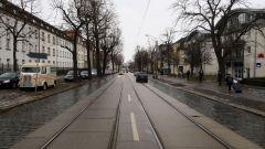 Zurzeit sind die Gleise zwischen Paulstraße und Stauffenbergallee einbetoniert.