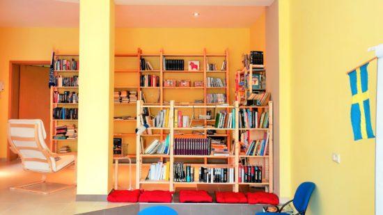 Noch ist Platz in den Regalen – wer noch Bücher in skandinavischen Sprachen abzugeben hat, kann sie vorbeibringen.