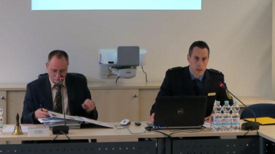 Revierleiter Matthias Imhof (rechts) präsentierte im Ortsbeirat die Kriminalitätsstatistik.