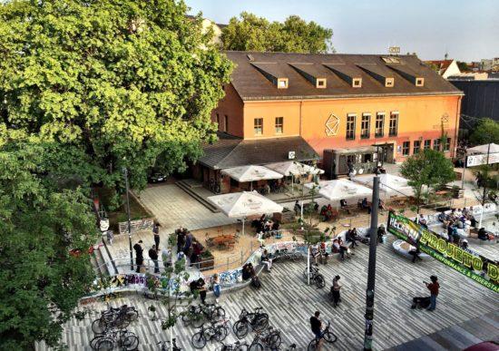 Sicht von Alaunstraße auf den Vorplatz - Foto: Frank Lenggenhager
