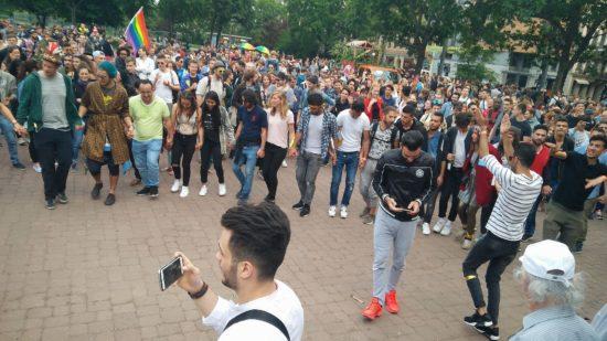 Auf dem Alaunplatz zog ein Rundtanz immer größer werdende Kreise.