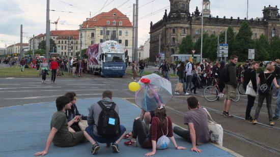 An dem Umzug nahmen nicht nur Dresdner Akteure der Clubszene, Vereine und gemeinnützige Initiativen teil.