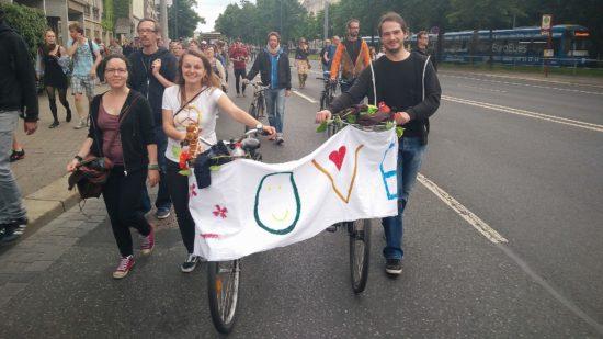 Hunderte Menschen setzten zum dritten Mal ein Zeichen für Weltoffenheit in Dresden.