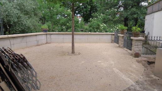 die neue Flutschutzmauer