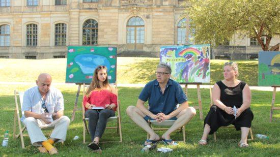 Geschäftsführer Jörg Polenz (2. v. r.) erläutert mit seinem Team das Programm des Palais Sommers.