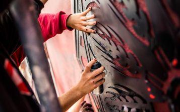 Mit Schablonen wurde das Muster gestaltet - Foto: Tobias Ritz