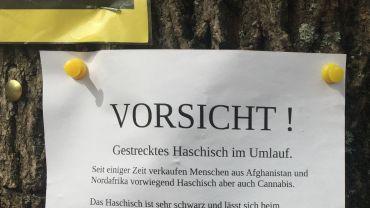 Haschisch-Warnung auf dem Alaunplatz. Foto: Karsten Raue