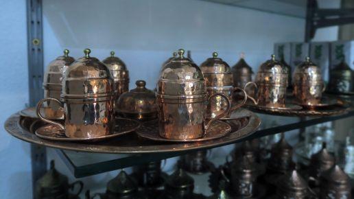 Es gibt auch Kaffee-Tassen.