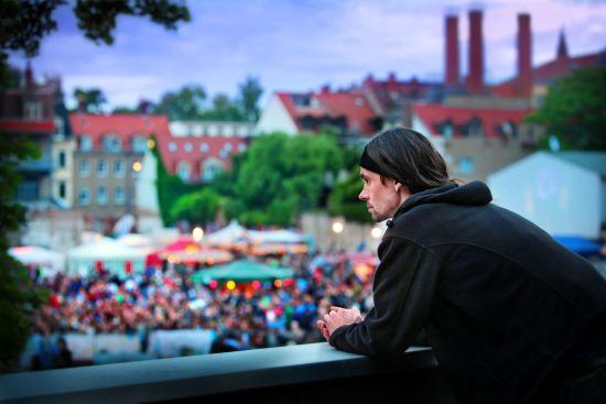 2014 gab es den letzten BRN-Lustgarten - Mirko Sennewald blickt vom Parkhaus auf das Festival-Gelände - Foto: Amac Garbe