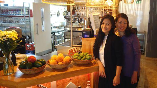 Führen das Hanoi Deli: Trinh Thi Le Ha und Bui Thi Bich Hoa